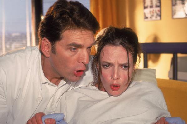 Bild 1 von 7: Jetzt ist auch Dr. Schmidt (Walter Sittler) voll dabei! Man kaum unterscheiden, wer besser atmet: Lucia (Svenja Pages) oder er...