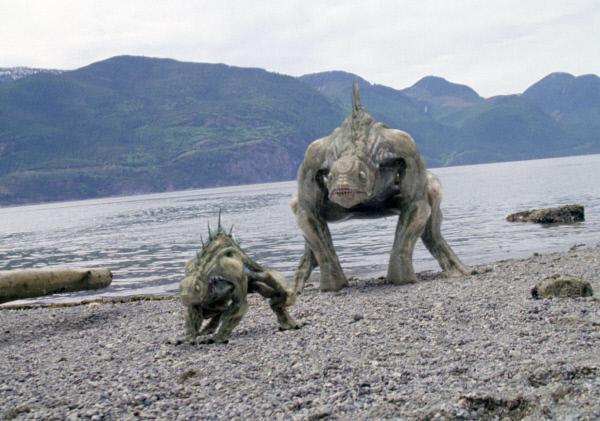 Bild 1 von 4: Das Sea Beast hat einen bevorzugten Platz zur Nahrungsaufnahme: Eine kleine Halbinsel, auf der sich gerade Wills Tochter Carly (Miriam McDonald) und ihr Freund Danny (Daniel Wisler) aufhalten.