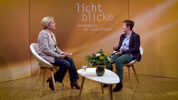 Bild 1 von 3: v.l. Moderatorin Bettina Ryback, Sibylle Hatzelmann-Bayer
