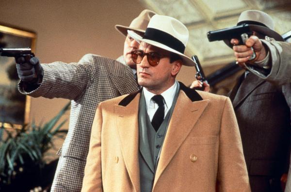 Bild 1 von 5: Gangsterboss Al Capone (Robert De Niro, Mi.) ist bis in die höchsten Kreise gut vernetzt.