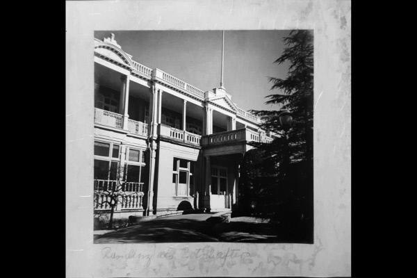 Bild 1 von 3: Die Deutsche Botschaft in Tokio