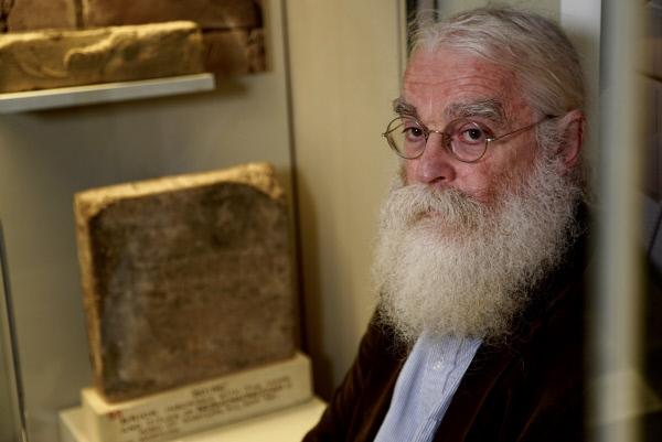 Bild 1 von 4: Dr. Irving Finkel im British Museum.