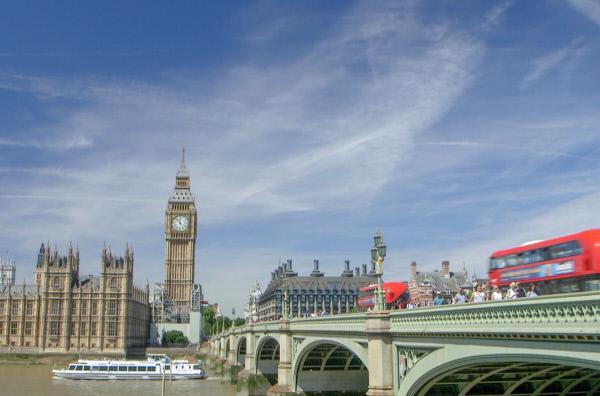 Bild 1 von 5: Big Ben ist der Spitzname der Glocke auf dem Elizabeth Tower im Westminster Palace, dem Sitz des britischen Parlaments in London.