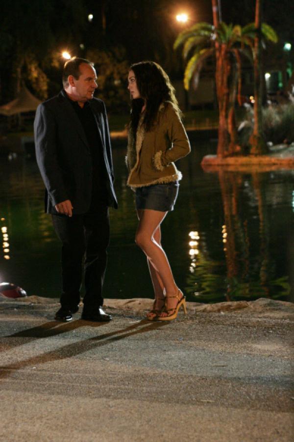 Bild 1 von 20: In L.A. angekommen, sieht sich Capt. Brass (Paul Guilfoyle) mit der unangenehmen Tatsache konfrontiert, dass seine Tochter Ellie (Teal Redmann) ihren Lebensunterhalt als Prostituierte verdient...