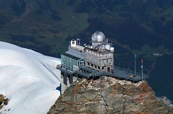 Bild 1 von 6: Nach dem Bau der Jungfraubahn 1894 wurde eine Wetterstation auf dem Jungfraujoch errichtet. Dort verläuft heute die Hauptwetterscheide der Alpen.