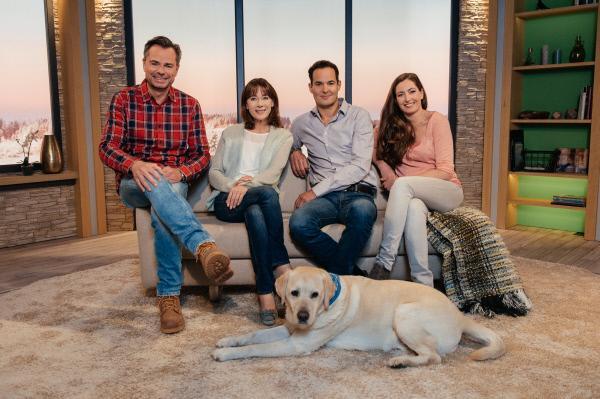 Bild 1 von 3: Von links: Die Moderatoren Michael Sporer, Sabine Sauer, Dominik Pöll und Andrea Lauterbach mit Hund Henry.