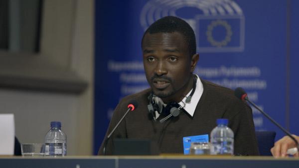 Bild 1 von 12: Nach seiner Zeit im Gefängnis bittet Anne-Laures Freund Fred im EU-Parlament in Brüssel um Unterstützung für die Freiheitsbewegung im Kongo.