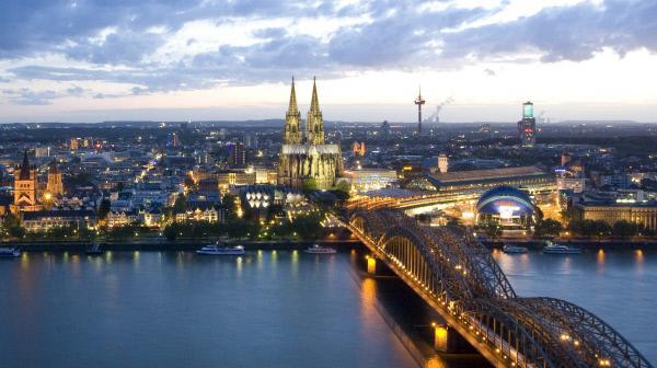 """Bild 1 von 4: ARD/WDR GESCHICHTE IM ERSTEN, """"Geheimnisvolle Orte (2) - Der Kölner Dom"""", am Montag (17.07.17) um 23:45 Uhr im ERSTEN.Der Kölner Dom prägt mit seiner beeindruckenden Größe das Kölner Stadtbild."""