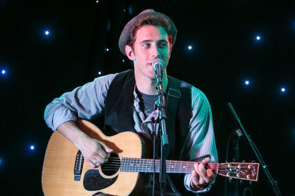 Bild 1 von 7: Jay Templeton (Stephen Hagan), der neue Star der britischen Folkszene.