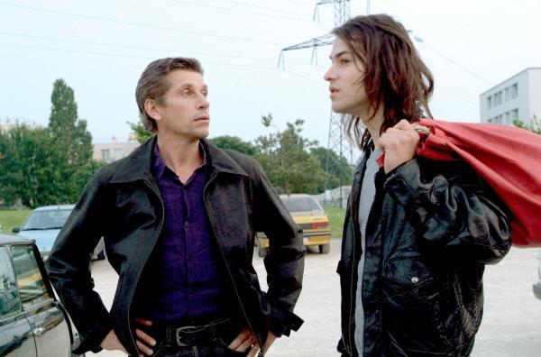 Bild 1 von 5: Vater (Jacques Gamblin) und Sohn (Marc-André Grondin) sind auf dem Weg ins ?Abracadabra?, wo Raphaël auftreten wird. Sein Vater belächelt das Interesse seines Sohnes, dabei möchte er ihn in Wirklichkeit nur beschützen.