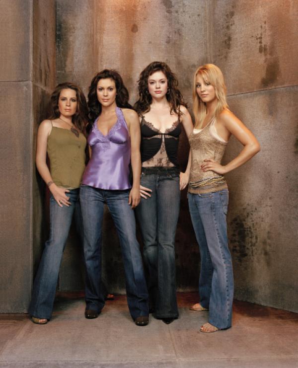 Bild 1 von 17: (8. Staffel) - Kämpfen gemeinsam gegen das Böse: Phoebe (Ayssa Milano, 2.v.l.), Piper (Holly Marie Combs, l.), Paige (Rose McGowan, 2.v.r.) und Billie (Kaley Cuoco, r.) ...