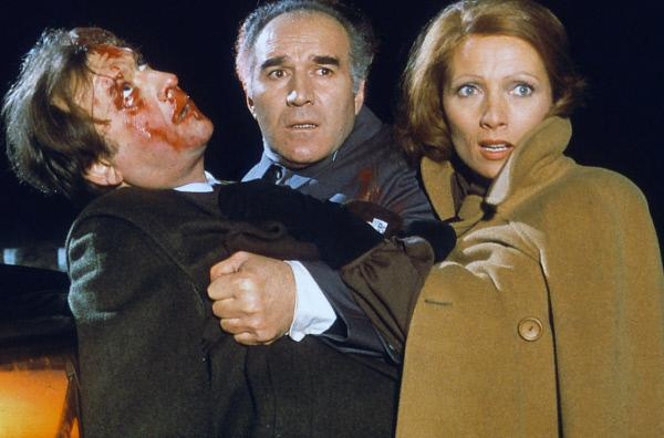 Bild 1 von 6: Paul (Claude Piéplu, li.), Pierre (Michel Piccoli, Mi.) und Lucienne (Stéphane Audran, re.) nach dem vermeintlichen Unfall ...