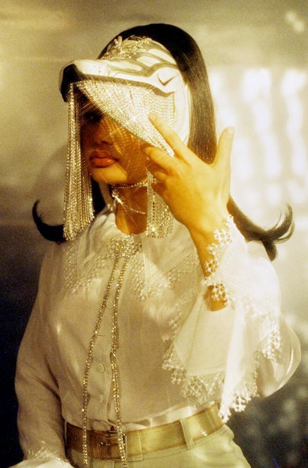 Bild 1 von 11: Die Modedesignerin All Amin aka haramwithsugar erschafft mit ihrem Label haram futuristische Upcycling-Designs aus den Abfällen der Modeindustrie ? und landet damit prompt im ?Vogue?-Magazin.