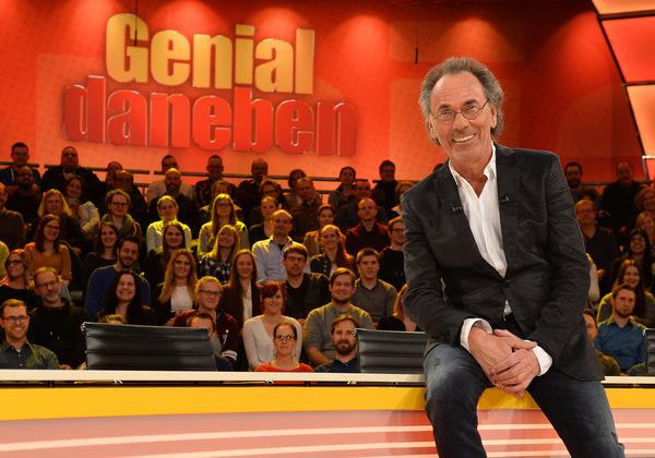 Bild 1 von 7: Stellt ganz besondere Fragen der Zuschauer, die die Rate-Profis im Studio erraten müssen: Hugo Egon Balder ...