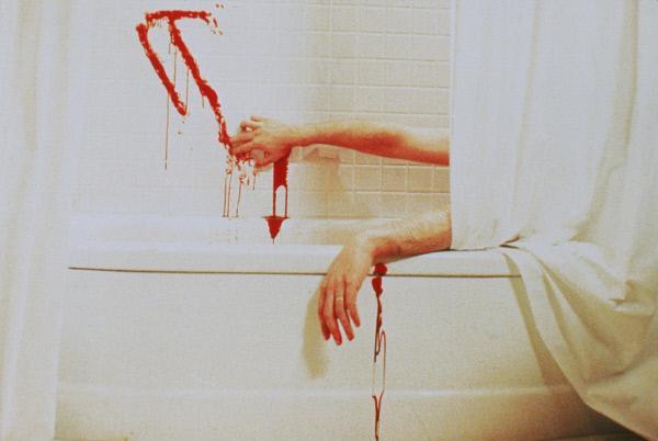 Bild 1 von 5: Aus Angst vor dem zurückgekehrten Pennywise begeht Stan (Richard Masur) Selbstmord in der Badewanne ...