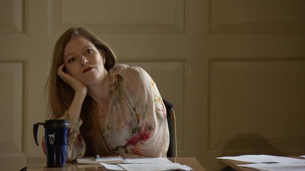 Bild 1 von 11: Opernstar Barbara Hannigan zuhörend bei einer Audition in London.