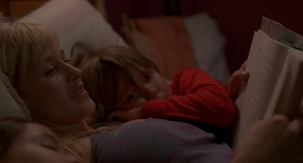 Bild 1 von 10: Olivia (Patricia Arquette, M.) hat als alleinerziehende Mutter von Mason (Ellar Coltrane, r.) und Samantha (Lorelei Linklater, l.) immer einen langen Tag.