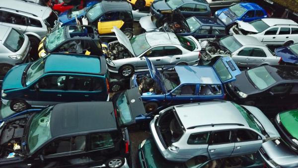 Bild 1 von 4: Mehr als 200 000 Autokäufer in Deutschland haben seit 2017 die Boni beim Verkauf ihres alten Diesel in Anspruch genommen.