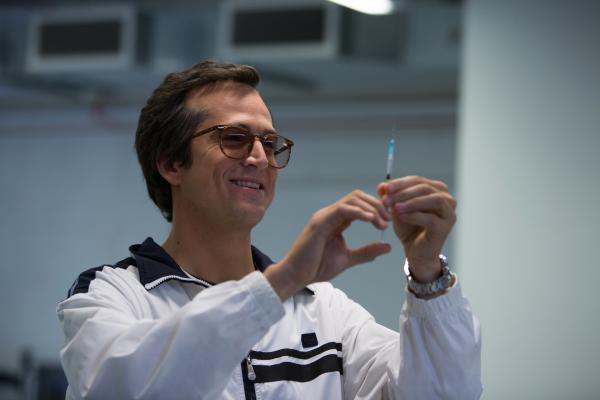Bild 1 von 14: Keine Angst vor Spritzen: Dr. Michele Ferrari (Guillaume Canet) hat das effizienteste Programm entwickelt, um Radrennfahrer zu dopen.