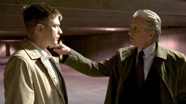 Bild 1 von 9: Machen gemeinsame Sache: Kenneth (Ewan McGregor) und Coblenz (Michael Douglas)