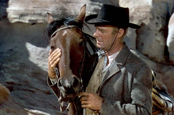 Bild 1 von 6: Auf der Flucht muss sich der Outlaw Vance Shaw (Randolph Scott) von seinem treuen Pferd Mackie trennen.