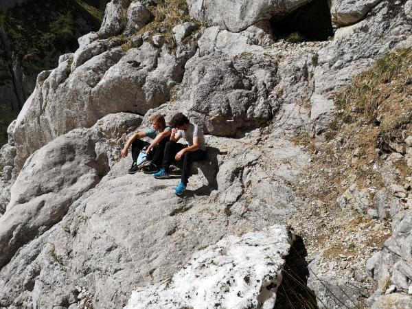 Bild 1 von 12: Zwei Jugendliche haben sich auf dem Weg zur Zugspitze verirrt und stecken nun fest. Sie hatten sich auf eine Navigations-App verlassen.