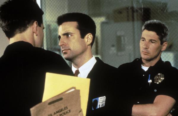 Bild 1 von 8: Sergeant Avila (Andy Garcia, M.) untersucht Korruptionsfälle in den Reihen der Cops und lässt sich von Peck (Richard Gere, r.) zunächst an der Nase herumführen.