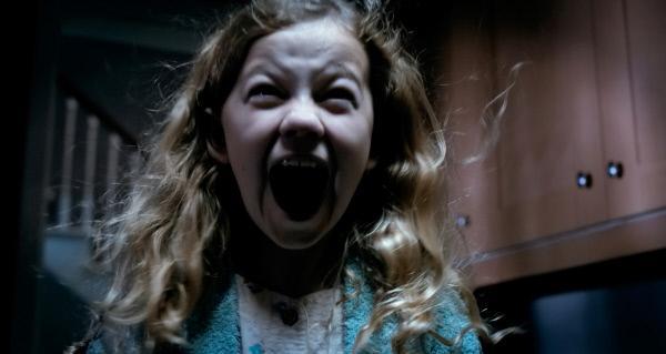 Bild 1 von 12: Victoria (Megan Charpentier) stellt sich schließlich dem finsteren Wesen, das sie verfolgt.