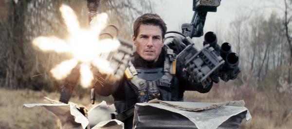Bild 1 von 21: Er erlebt denselben Tag immer und immer wieder: Major Bill Cage (Tom Cruise), der bei einem Einsatz gegen eine feindliche Alienrasse getötet wird, aber wieder zu sich kommt - am Morgen des Tages, an dem er in die Kapmfeinheit versetzt wurde und schließlich gestorben ist ...
