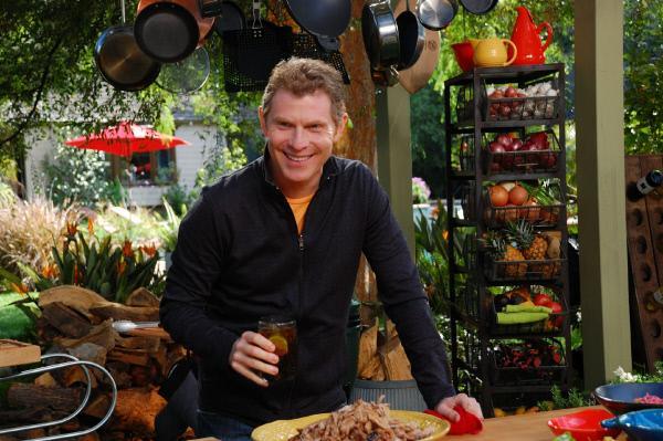 """Bild 1 von 1: Outdoor-""""Grillmeister"""" Bobby Flay widmet sich in jeder Episode einer anderen Region und verwendet dabei zahlreiche Zutaten aus der ganzen Welt."""