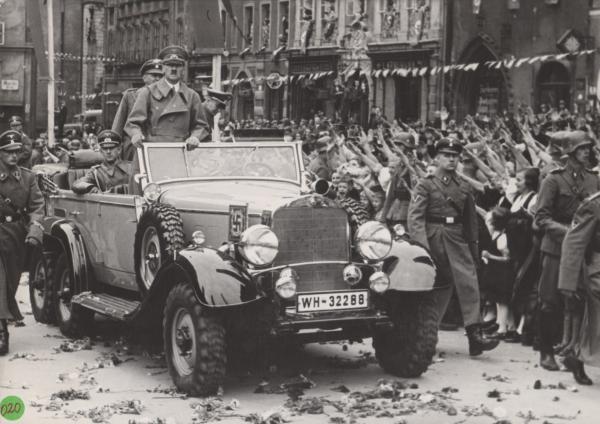 Bild 1 von 5: 1938: Hitler im Sudetenland.