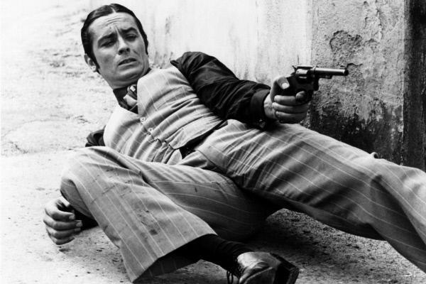 Bild 1 von 9: Stets in feinem Zwirn gekleidet: Siffredi (Alain Delon) bei einer Schießerei.