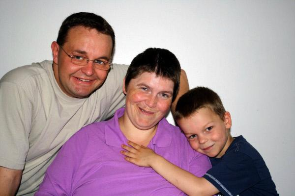 Bild 1 von 6: Das Zuhause von Conny (32), Maik (35) und Sohnemann Kevin muß behindertengerecht umgebaut werden. Der komplette \
