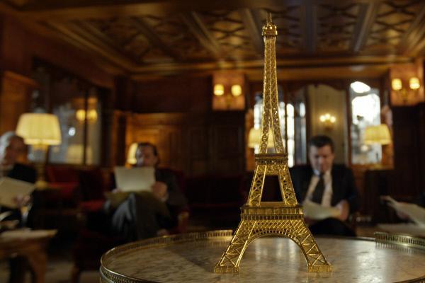 Bild 1 von 11: In einem Pariser Hotel wird der Eiffelturm zum Verkauf angeboten. Eine geniale Falle.