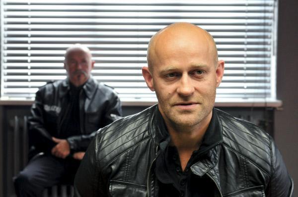 Bild 1 von 10: Werner Milatowski (Jürgen Vogel) wird auf dem Revier verhört.