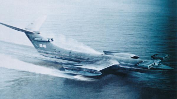 Bild 1 von 2: Das sowjetische Bodeneffektfahrzeug Ekranoplan KM wurde von US-Geheimdienst-Experten auch als das Kaspische Seemonster bezeichnet.