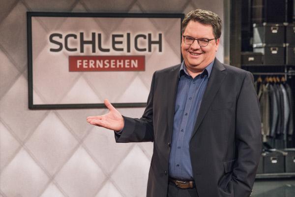 Bild 1 von 4: Wenn ganz Bayern zur staden Zeit ruhig und gemütlich wird, legt Helmut Schleich (im Bild), König der politischen Satire, erst richtig los. Wie immer schlüpft der grandiose Parodist in zahlreiche Rollen, lässt den kritischen Gedanken freien Lauf und trägt so zur Be-Sinnung der Gesellschaft bei.