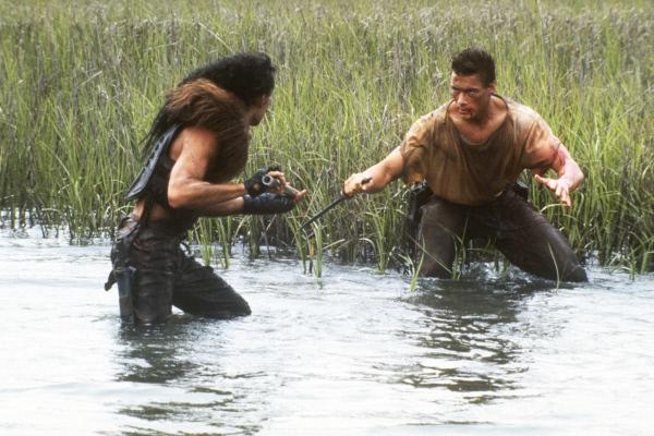 Bild 1 von 12: Furman Vux (Blaise Loong, l.) und Gibson Rickenbacker (Jean-Claude Van Damme)