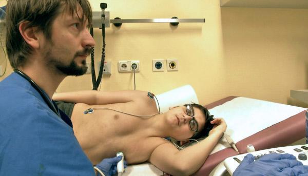 Bild 1 von 2: Ogi (16) wartet auf ein neues Herz und eine neue Lunge. Einen passenden Spender für beide Organe zu finden, ist schwer.