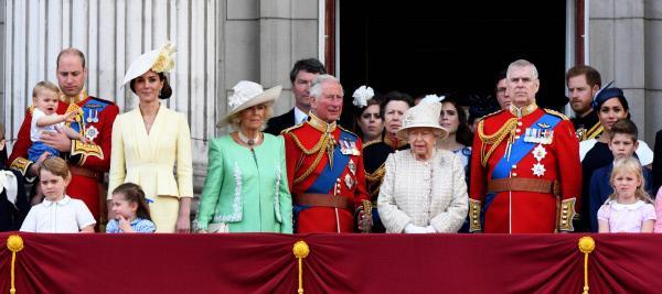 Bild 1 von 3: 2019 war ein schwieriges Jahr für die britische Königsfamilie, hier auf dem Balkon von Buckingham Palace.