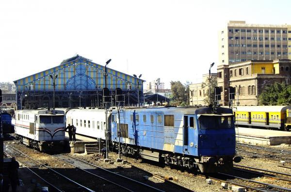 Bild 1 von 2: Bahnhof Alexandria - Ausfahrt des Zuges auf der ältesten Bahnstrecke Afrikas in Richtung Kairo.