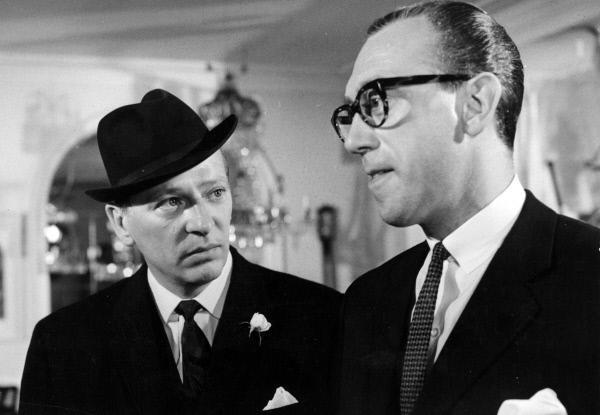 Bild 1 von 16: Die AnfŸhrer der PostrŠuberbande im Film ãDie Gentlemen bitten zur KasseÒ (1966) - Archibald Arrow (GŸnther Neutze, li.) und ãMajorÒ Michael Donegan (Horst Tappert, re.)