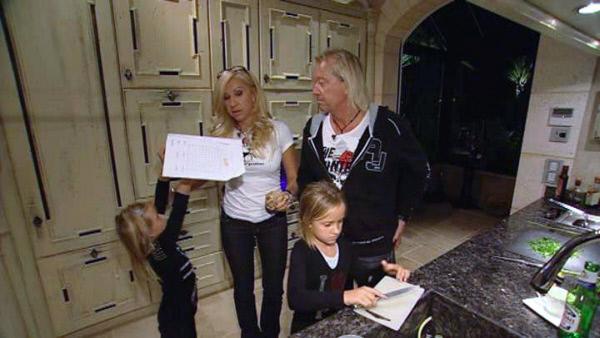 Bild 1 von 8: Die Geissens - Eine schrecklich glamour?se Familie! Willkommen bei der superreichen Glamour-Familie Geiss! Robert, Ehefrau Carmen und die T?chter Davina Shakira und Shania Tyra haben alles, wovon andere nur tr?umen.