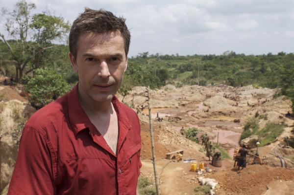 Bild 1 von 1: Goldfieber seit Jahrtausenden - Dirk Steffens besucht eine der zahllosen Minen Ghanas, in denen zum Teil mit einfachsten Mitteln nach dem wertvollen Metall gegraben wird.