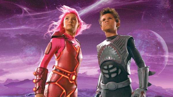 Bild 1 von 2: Lava Girl (Taylor Dooley) und Shark Boy (Taylor Lautner) sind die Helden von Max
