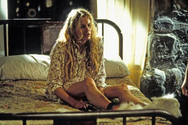 Bild 1 von 10: Anne White (Daryl Hannah) ist in einer aussichtlosen Situation: Sie ist schwanger und wird von einem Paar gewaltsam festgehalten, das ihr Kind stehlen will. Zudem wird ihr Mann in dem Glauben gelassen, dass sie tödlich verunglückt ist.