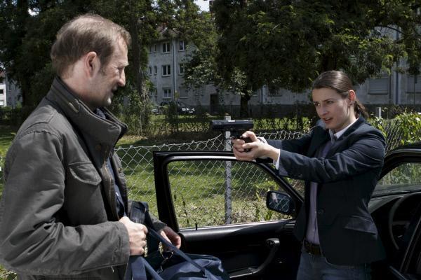 Bild 1 von 1: Kommissarin Catharina Brandt (Annett Renneberg) ist entschlossen, Dieter Kresnik (Peter Lohmeyer), den Hauptverdächtigen in einem Raubmord, nicht entkommen zu lassen. Alles kommt jedoch anders.
