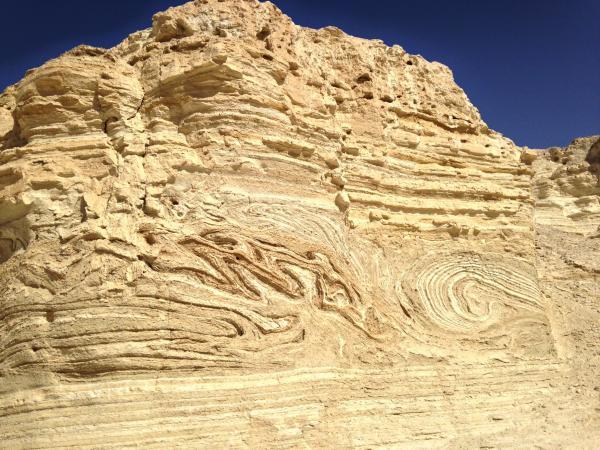 Bild 1 von 2: Die Felsen in der Umgebung der Festung Masada in Israel geben Aufschluss über die zahlreichen Erdbeben, von denen das Gebiet heimgesucht wurde.