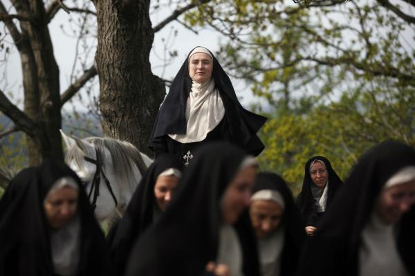 Bild 1 von 1: Hildegard von Bingen will mehr sein als nur eine einfache Nonne. Sie wirkt als Visionärin und Predigerin, Heilkundige und religiöse Autorin. Auf Augenhöhe erteilt sie auch den Mächtigen ihrer Zeit geistliche und politische Ratschläge.