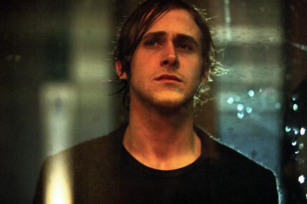 Bild 1 von 3: Was hat es mit dem jungen Henry Letham (Ryan Gosling) auf sich? Er macht  unerklärliche Prophezeiungen, die sich bewahrheiten, und er kündigt seinen Selbstmord zu einer festen Stunde an.